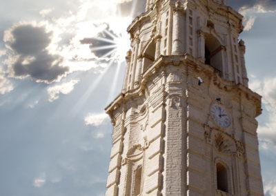 Torre del reloj en un día nublado